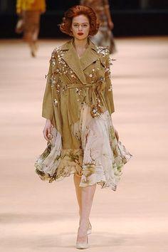 Alexander McQueen Fall 2005 Ready-to-Wear Fashion Show - Elise Crombez