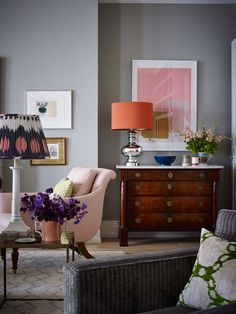 Orange & pink don't always misunderstand each other.   A London Pied-à-terre by Ben Pentreath | The Neo-Trad