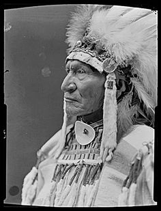 Native American Warrior, Native American Images, Native American Tribes, Native American History, Old West Photos, Crow Indians, Native Indian, Historical Pictures, First Nations