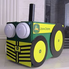 Tractor costume - spray painted a Pampers box, stick and click headlights Wagon Halloween Costumes, Halloween 2018, Holidays Halloween, Halloween Kids, Halloween Decorations, Halloween Party, Homemade Costumes, Diy Costumes, John Deere Crafts