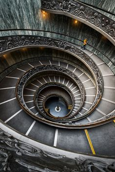Spiral Staircase, The Vatican, Rome, Italy. I walked up there and have had many dreams about this staircase going off into nowhere. Beautiful Architecture, Beautiful Buildings, Art And Architecture, Architecture Details, Grand Staircase, Staircase Design, Escalier Design, Beautiful Stairs, Take The Stairs
