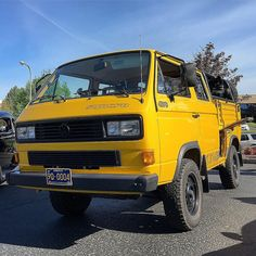 Pretty awesome spotting at over the weekend. This 4 door pickup has a engine in it. by explorelements Vw Tdi, Vw Syncro, Vw T2 Camper, Volkswagen Bus, T2 T3, Cool Campers, Cars And Coffee, Armored Vehicles, Pretty Cool