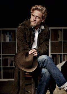 CHARLIE HUNNAM, doesn't he remind you of Robert Redford, dear Lord how extraordinary!