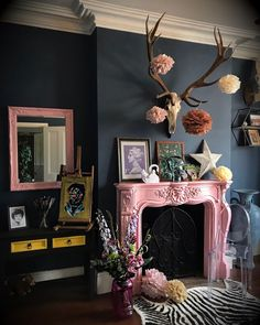 Home Decoration For Living Room Decor, Eclectic Decor, Home Remodeling, Cheap Home Decor, Decor Inspiration, House Interior, Dark Interiors, Beautiful Living Rooms, Home Interiors And Gifts