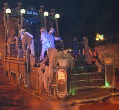 Love this theme Halloween Parade Float, Halloween Party Themes, Halloween Activities, Disney Halloween, Spirit Halloween, Scary Halloween, Halloween Decorations, Halloween Stuff, Christmas Float Ideas