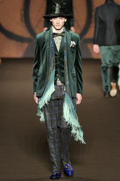 The Once-ler meets the Mad Hatter.oh yeah, and maybe a bloogle bird from a Dr Seuss book. Fashion Show, Fashion Design, Fashion Trends, Fashion Men, Funny Fashion, Mens Outfitters, Modern Luxury, Male Models, Fall Winter