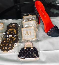 #louisvuittoncookies #edibleshoe #louisvuittonfondantshoe Louis Vuitton Shoes, Louis Vuitton Monogram, Almond Sugar Cookies, Current Job, Cake Toppers, Fondant, Vanilla, Baking, Bags