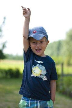 Steun Manel, koop een fairtrade t-shirt! http://www.facebook.com/maneldesign  #manelprints #fairtrade # kids #crowdfunding