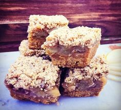Healthy apple crumble slice from Healthy Mummy - need to swap out oats etc for gf looks good though Healthy Mummy Recipes, Healthy Sweets, Whole Food Recipes, Dessert Recipes, Healthy Eating, Healthy Snacks, Dessert Bars, Grandma's Recipes, Clean Eating