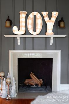 Fabulous tutorial for DIY vintage marquee lights! Perfect for Christmas or year round decor.