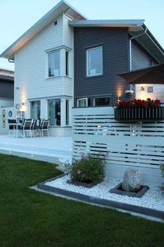 hus,trädgård,utemöbler,utemöbler vita,altan