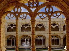 Claustro Mosteiro dos Jerónimos em Lisboa