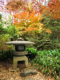 Stone lantern in Rikugi-en Garden, Tokyo, Japan (by anatolia_jp).