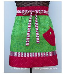 Sewing Retro Patterns Free Christmas Wrap Apron Sewing Pattern - From the perfect pine-tree placemat to sparkly wine charms, the latest Free Pattern Friday has all the best stocking stuffer ideas! Check it out on Craftsy. Half Apron Patterns, Sewing Patterns Free, Free Sewing, Free Pattern, Quilt Patterns, Christmas Sewing Projects, Christmas Crafts, Christmas Cooking, Christmas 2014