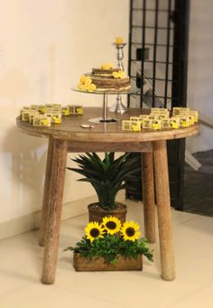 Decor, sunflower, girassol, rustic, rustico, aniversario, birthday, party, festa, dessert table, mesa de doces, amarelos, yellow,  party favor, mimos