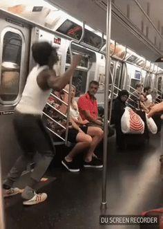 Subway Entertainer – Gif