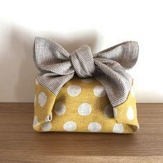 *☁雲柄とことりたち*お弁当袋* Diy Projects To Try, Sewing Projects, Origami Bag, Cute Tote Bags, Japanese Patterns, Hand Embroidery Stitches, Scarf Hairstyles, Pouch, Bag Tutorials