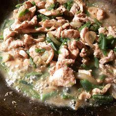 Poulet au curry rouge et noix de coco #poulet #coco #noixdecoco #curry #wok #cuisine #food #homemade #faitmaison N'hésitez pas à nous demander la recette nous la publierons dans notre bloghttp://ift.tt/1JtxP6n #amazing #eat #foodporn#instagood #photooftheday#yummy #sweet #yum #Instafood #dinner #fresh #eatclean #foodie #hungry #foodgasm #tasty #eating #foodstagram #cooking #delish #Food pics Vous pouvez nous suivre dans Twitter @mememoniq ou sur Facebook http://ift.tt/1JA3KvP