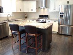 Upper Cabinets, White Kitchen Cabinets, Island Kitchen, White Subway Tile Backsplash, Backsplash Ideas, Backsplash Design, New Kitchen, Kitchen Ideas, Kitchen Reno