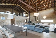 The restyling of a farm in Catalonia between ancient and modern