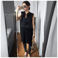 Avec du retard, la tenue du jour (avec le sac Léopard caché dans le cabas Céline) : • Sunglasses #pantosparis (on @pantosparis) • Snake Bracelet #cecilepic (on @shopinsidecloset) • Dress ❤️❤️ #finecollection (@finecollection) • Jean #jbrand (on @jbrandjeans) • Shoes #isabelmarant (on @farfetch) • Leo Bag #jeromedreyfuss (on @jeromedreyfuss) ...