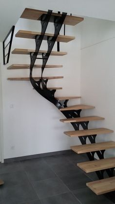 The Beautiful Staircase Decor Of The House Becomes Comfortable - Homemidi Stairs Floor Plan, Flooring For Stairs, House Stairs, Attic Stairs, Metal Barn Homes, Metal Building Homes, Pole Barn Homes, Staircase Railings, Staircase Design