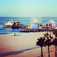 Santa Monica beach and pier. Exactly what I pictured a californian beach to be x Big and beautiful! Route 66, Oh The Places You'll Go, Places To Travel, Places To Visit, California Camping, California Dreamin', Mulholland Drive, Santa Monica, San Diego