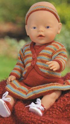 Strikket, smart og stribet | Familie Journal Knitting Dolls Clothes, Crochet Doll Clothes, Crochet Dolls, Ag Dolls, Reborn Dolls, Girl Dolls, Knitting For Kids, Baby Knitting, Baby Born Clothes