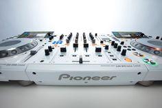 i WANT!!! Pioneer CDJ-2000 Limited & Pioneer DJM Nexus 900 Limited (White).
