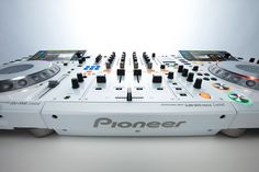 i WANT!!! Pioneer CDJ-2000 Limited & Pioneer DJM Nexus 900 Limited (White).
