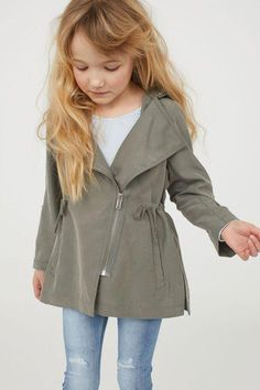 Tips On Buying Clothes For Your Kids – Clothing Looks Dresses Kids Girl, Little Girl Outfits, Kids Outfits Girls, Kid Outfits, Toddler Fashion, Kids Fashion, Kids Clothing Brands List, Stylish Kids, Kind Mode