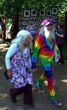 Aging hippies -- far out. Vieux Couples, Old Couples, Happy Together, Growing Old Together, Hippie Love, Old Age, Advanced Style, Aged To Perfection, Young At Heart