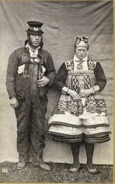 Bride and groom from Setesdal, Aust-Agder County in Norway, n. Photo by fotograf Knud Knudsen Old Photos, Vintage Photos, Folk Costume, Costumes, Norwegian People, Gypsy Culture, Legends And Myths, Scandinavian Countries, Ethnic Dress