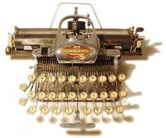 The Antique Typewriter: Old Writing Tools Now Serve As Mechanical Art Vintage Typewriters, Vintage Cameras, Writing Machine, Portable Typewriter, Antique Typewriter, Mechanical Art, Vintage Office, Interface Design, Antiques