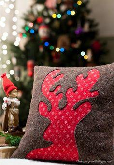 Almofadas inspiradas no Natal. Quem resiste?                    Boas Costuras!   Fonte:pinterest