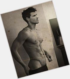 Taylor Lautner ranks among the Most Man-Crushed-Upon Celebrity Men. Why people had a crush on him? Hot shirtless body and hairstyle pics on newest TV shows movies. I Have A Crush, Having A Crush, Man Crush Monday, Newest Tv Shows, Taylor Lautner, Single Dating, Jacob Black, Celebs, Celebrities
