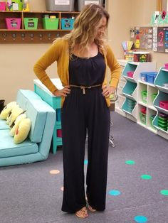 ❤ Elementary Teacher Outfits Ideas – Woman are always shopping. Beauticians and television style insiders are always exhorting womans on what to purchase and what to wear, even on school. Source by emmarwallace outfit Casual Teacher Outfit, Summer Teacher Outfits, Summer Work Outfits, Business Casual Outfits, Elementary Teacher Outfits, Business Attire, Professional Teacher Outfits, Student Teaching Outfits, Office Outfits
