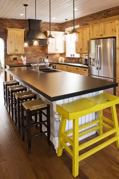 Starline custom kitchen cabinets are designed to turn your dream into reality. Our highly skilled team of custom cabinet manufacturers and installers can ... & Kitchen Cabinets in Chilliwack | Klyn Kitchens Ltd - Klyn Kitchens ...