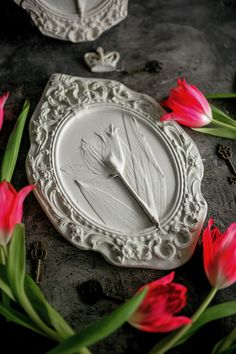 Botanical bas-relief in oval vintage frame for living room kitchen by DinaArtDecor. Farmhouse botanical pottery as mudroom wall decorating Shabby chiс decor #ructicdecor #homedecor #artwork