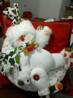 Christmas Woodland Snowman Ready to Ski Decoration Christmas Chair, Christmas Mom, Christmas Snowman, Christmas Projects, Xmas, Beaded Christmas Ornaments, Christmas Wreaths, Christmas Decorations, Holiday Decor