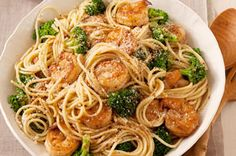 Spaghetti with Garlic-Shrimp & Broccoli ? Accept oohs and ahhs when your family tastes this garlicky shrimp and broccoli pasta recipe?and all for just 20 minutes in the kitchen. Broccoli Spaghetti, Shrimp Spaghetti, Shrimp And Broccoli, Broccoli Recipes, Shrimp Pasta, Spaghetti Squash, Seafood Pasta, Garlic Spaghetti, Spaghetti Dinner