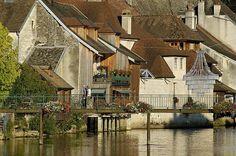 Les habitations sur les bords de la Loue, Ornans (© CRT Franche-Comté / Jean-François LAMI) | by Franche Comte Tourisme