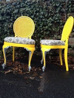 Looking to revamp my dining room set... I love how they painted the legs both yellow and grey.... neat!