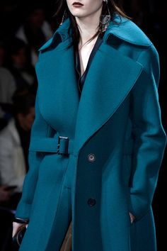 Phillip Lim Fall 2013 Ready-to-Wear Fashion Show Runway Fashion, High Fashion, Winter Fashion, Fashion Show, Womens Fashion, Ny Fashion, Review Fashion, Phillip Lim, Shades Of Teal