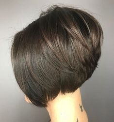 70 Cute and Easy-To-Style Short Layered Hairstyles Slick Stacked Brunette Bob Inverted Bob Hairstyles, Short Layered Haircuts, Cool Hairstyles, Layered Hairstyles, Pixie Haircuts, Medium Hairstyles, Stacked Bob Haircuts, Braided Hairstyles, Wedding Hairstyles