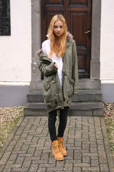 Anne-Miek Kessels wears a classic khaki parka and skinny black jeans with her Timberlands; a casual and easy style with a bit of edge to bring in the winter season. Top: Cos, Shirt: Ralph Lauren, Jeans: AYR, Sneakers: Good Genes.