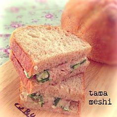 昨日の朝ごはんです。 断面雑 オクラの旬の時期によく作るめっちゃ簡単サンド ネバッとしてるのがなぜかパンにもぴったりでオクラの歯応えがまたいいんです♡ まだ試したことない方はぜひ٩̋(๑˃́ꇴ˂̀๑) - 273件のもぐもぐ - オクラツナマヨサンド*カンパーニュで by tamameshi