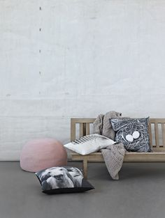 Pimpelwit : pastel combined with grey and wood - interior inspiration Beautiful Interiors, Colorful Interiors, Modern Interior Design, Interior And Exterior, Wood Interiors, Perfect Pillow, Inspired Homes, Soft Furnishings, Home Textile
