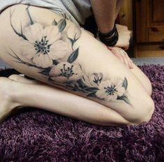 Fotos de Tatuagens: tattoo de Flores na perna