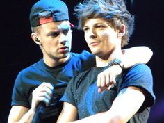 Louis Tomlinson and Liam Payne One Direction Happy Birthday, Best Duos, Normal Guys, Wattpad, Liam James, Louis And Harry, One Direction Pictures, Attractive Men, Liam Payne